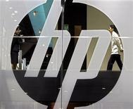<p>A Hewlett-Packard vai ingressar no mercado de equipamentos para redes por meio de um acordo de 3,1 bilhões de dólares para adquirir a 3Com, em um grande desafio à Cisco Systems.</p>