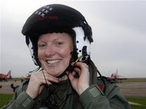 <p>The Red Arrows' first female pilot Kirsty Moore removes her helmet after a practice session at R.A.F Scampton in Lincoln, central England, November 12, 2009. REUTERS/Darren Staples</p>