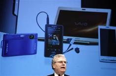 <p>Presidente da Sony, Howard Stringer, faz anúncio em Tóquio. A companhia anunciou que seu planejado serviço de distribuição online de conteúdo via televisores e outros aparelhos será lançado em 2010.</p>