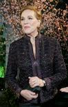 """<p>La cantante Julie Andrews, famosa por sus actuaciones en los clásicos musicales """"The Sound of Music"""" y """"Mary Poppins"""", volverá a cantar sobre un escenario británico en el 2010 por primera vez en 30 años en un concierto de una sola fecha. Los organizadores dijeron el miércoles que la cantante de 74 años, quien apenas ha cantado desde que fue sometida a una operación en 1997 para extirpar nódulos benignos de su garganta, se presentará el 8 de mayo en el estadio O2 Arena de Londres. REUTERS/Lucy Nicholson/Archivo</p>"""