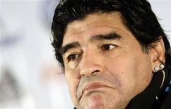 <p>Foto de arquivo de Diego Maradona. O técnico da seleção argentina convocou na quinta-feira (26/11/2009) a equipe que disputará o amistoso de 22 de dezembro em Barcelona contra a seleção da Catalunha, apesar de uma suspensão imposta pela Fifa. REUTERS/Juan Medina</p>