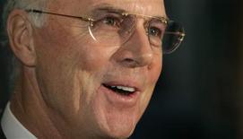 <p>O ex-capitão e técnico da seleção alemã Franz Beckenbauer criticou o estilo de jogo da seleção brasileira do técnico Dunga, considerado por ele como muito defensivo (foto de arquivo). REUTERS/Michael Buholzer</p>
