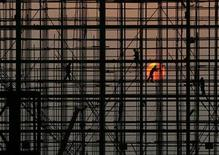 <p>Labourers work to build a railway station in Wuhan, Hubei province November 5, 2009. REUTERS/Stringer</p>