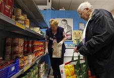 <p>La spesa in un supermercato. REUTERS/Vincent Kessler</p>
