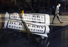 <p>A pedestrian walks past a Burberry shop in London November 19, 2008. REUTERS/Suzanne Plunkett</p>