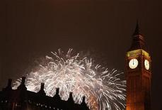 <p>Fireworks explode behind the Big Ben clock on the Houses of Parliament in London during a pyrotechnic show to celebrate the New Year January 1, 2009. REUTERS/Stephen Hird</p>