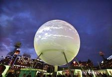 <p>A large globe featuring an interactive display sits in a central square in Copenhagen December 8, 2009. REUTERS/Bob Strong</p>