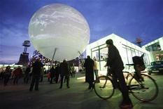 <p>People walk past a large globe featuring an interactive display in central Copenhagen December 8, 2009. REUTERS/Bob Strong</p>