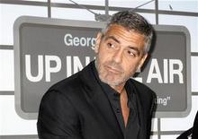 """<p>""""Up in the Air"""", protagonizado por George Clooney como un hombre cuyo empleo es despedir a otros de sus centros de trabajo, consiguió el martes seis nominaciones a los premios Globos de Oro, incluida una a mejor película dramática, mientras se inicia la temporada de premios cinematográficos de Hollywood. """"Up in the Air"""" obtuvo el mayor número de nominaciones, seguida por el musical """"Nine"""", el cual está nominado en cinco categorías incluyendo mejor musical o comedia. REUTERS/Fred Prouser</p>"""