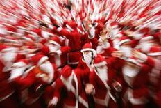 <p>Runners dressed in Santa Claus costumes gather in Princes Street Gardens before taking part in The Great Scottish Santa Run in Edinburgh, Scotland December 10, 2006. REUTERS/David Moir</p>