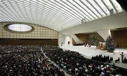 <p>Papa Benedetto XVI nella sua udienza settimanale lo scorso 16 dicembre. REUTERS/Alessia Pierdomenico</p>