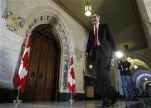 <p>Liberal leader Michael Ignatieff leaves a news conference in the foyer of the House of Commons on Parliament Hill in Ottawa December 18, 2009. REUTERS/Chris Wattie</p>