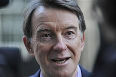 <p>Britain's Business Secretary Peter Mandelson addresses members of the media outside 10 Downing Street in London December 15, 2009. REUTERS/Jas Lehal</p>