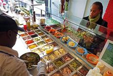 <p>A customer orders food at the newly opened Island Salad restaurant in Harlem in New York December 16, 2009. REUTERS/Finbarr O'Reilly</p>