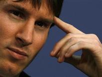 <p>O atleta Lionel Messi em coletiva de imprensa antes da premiação para melhor jogador de 2009 da Fifa em Zurich no dia 21 de dezembro. O atacante ganhou seis títulos este ano com o Barcelona, onde teve ótimo desempenho que não conseguiu repetir na seleção nacional. REUTERS/Arnd Wiegmann</p>