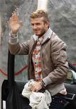 <p>O jogador do AC Milan, David Beckham, chega ao centro de treinamento Milanello em Carnago, norte da Itália, no dia 28 de dezembro. Beckham estará treinando na segunda-feira com a equipe no centro de treinamento do AC Milan. REUTERS/Giampiero Sposito</p>