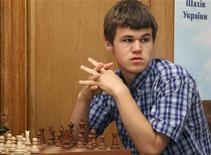 <p>Норвежский шахматист Магнус Карлсен на международном турнире Aerosvit 2008 в Форосе 17 июня 2008 года. Будущий лидер мирового рейтинга сильнейших шахматистов 19-летний Магнус Карлсен просчитывает игру на 20 ходов вперед в уме и помнит все ходы в матчах, сыгранных шесть лет назад, однако все равно утверждает, что является самым обыкновенным тинейджером. REUTERS/Stringer</p>