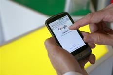 <p>Le Nexus One, le smartphone de Google. Avec ce combiné doté d'un écran tactile de 3,7 pouces (9,4 cm), d'un appareil photo de 5 millions de pixels et d'un GPS, le géant de l'internet compte concurrencer l'iPhone et le Blackberry. /Photo prise le 5 janvier 2010/REUTERS/Robert Galbraith</p>