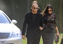 <p>British F1 race car driver Lewis Hamilton and singer Nicole Scherzinger arrive for the birthday dinner party of former president of South Africa Nelson Mandela at Hyde Park in London June 25, 2008. REUTERS/Dylan Martinez</p>