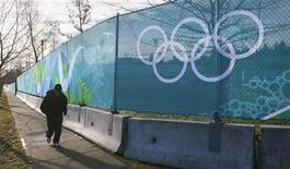 <p>A jogger passes along fencing set up for the 2010 Olympic Winter Games outside the curling venue in Vancouver, British Columbia January 6, 2010. REUTERS/Andy Clark</p>