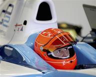 <p>Heptacampeão mundial de Fórmula 1 Michael Schumacher voltou às pistas com teste de carro da GP2. REUTERS/Malcolm Griffitths/GP2 Media/Handout</p>