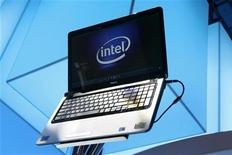 <p>Intel a annoncé jeudi un chiffre d'affaires supérieur aux attentes pour le quatrième trimestre 2009, soulignant les espoirs d'une reprise dans le secteur technologique en 2010. /Photo prise le 7 janvier 2010/REUTERS/Steve Marcus</p>
