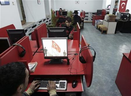 Young people spend time surfing the internet in a cafe in Trabzon January 24, 2007. REUTERS/Umit Bektas