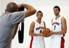 <p>Toronto Raptors forward Andrea Bargnani (R) and Marco Belinelli, both from Italy, pose for photos during media day before the start of the NBA team's training camp in Toronto in this September 28, 2009 file photo. Southern European players on the Toronto Raptors NBA team agree that the city's multicultural feel makes it a great destination for foreign players, as long as they pack a snow shovel and long underwear. REUTERS/Mike Cassese/Files</p>