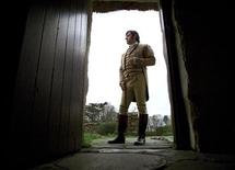 <p>Simon Crouch dressed as Robert Burns stands outside the Alloway cottage in which poet Robert Burns was born, January 24, 2001. REUTERS/Jeff J Mitchell</p>