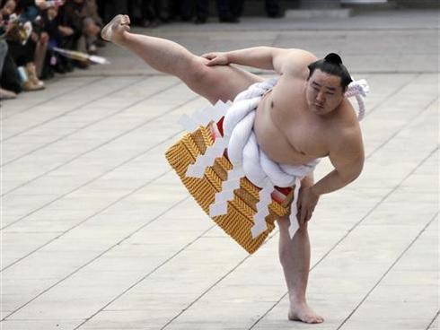 Sumo's bad boy retires