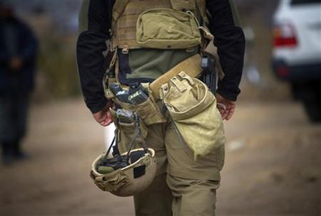 A U.S. soldier of NATO's International Security Assistance Force (ISAF) walks on a road in Siavashan village near Herat December 14, 2009. REUTERS/Morteza Nikoubazl