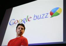 <p>Сооснователь Google Сергей Брин на презентации Google Buzz в Маунтин-Вью 9 февраля 2010 года. Интернет-гигант Google Inc представил новый продукт под названием Google Buzz, призванный помочь компании вести конкурентную борьбу с крупнейшими социальными сетями Facebook и Twitter. REUTERS/Robert Galbraith</p>