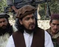 <p>Лидер пакистанских талибов Хакимулла Мехсуд сидит с другими повстанцами в Южном Вазиристане 4 октября 2009 года. Власти Пакистана сообщили в среду, что глава пакистанских талибов Хакимулла Мехсуд погиб от ран, полученных в результате авиаудара в январе 2010 года. REUTERS/Reuters TV</p>
