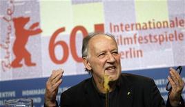 <p>Немецкий режиссер Вернер Херцог, возглавивший в этом году жюри Берлинского кинофестиваля, отвечает на вопросы журналистов на пресс-конференции, Берлин 11 февраля 2010 года. Берлинский кинофестиваль, который отмечает в этом году 60 лет, стартует в столице Германии. REUTERS/Christian Charisius</p>