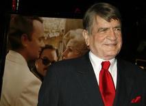 """<p>Бывший конгрессмен США Чарли Уилсон на премьере фильма """"Война Чарли Уилсона"""" в Лос-Анджелесе 10 декабря 2007 года. В США в среду скончался заклятый враг СССР и лучший друг афганских моджахедов в 1980-х - бывший конгрессмен США Чарли Уилсон. В возрасте 76 лет политик умер в больнице восточного Техаса от сердечной недостаточности. REUTERS/ Fred Prouser</p>"""