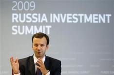 <p>Помощник президента Аркадий Дворкович выступает на саммите Рейтер в Москве 15 сентября 2009 года. Модернизация России чревата социальной нестабильностью, потому не может быть радикальной, признали чиновники, похоронив надежду на обновление страны у тех, кого Кремль зазвал в Сибирь испытать модную идею мозговым штурмом. REUTERS/Sergei Karpukhin</p>