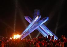 <p>Canadian hockey legend Wayne Gretzky lights the permanent cauldron during the opening ceremony of the Vancouver 2010 Winter Olympics, February 12, 2010. REUTERS/Shaun Best</p>