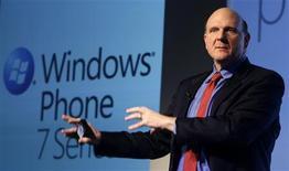 <p>O presidente-executivo da Microsoft, Steve Ballmer, apresentou o novo Windows Phone 7 no MobileWorld Congress em Barcelona. 15/02/2010 REUTERS/Albert Gea</p>