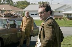 """<p>Os atores Peter Breitmayer (à esquerda) e Michael Stuhlbarg em uma cena do filme """"Homem Sério"""", nessa foto sem data divulgada para a Reuters em 2 de fevereiro de 2010. Concorrendo a dois Oscar -- melhor filme e roteiro original --, o novo trabalho dos irmãos Ethan e Joel Coen (""""Onde os Fracos Não Têm Vez""""), é um filme repleto de possibilidades de interpretação e difícil classificação de gênero. REUTERS/Wilson Webb/Focus Features/Divulgação</p>"""