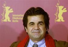 """<p>Cineasta iraniano Jafar Panahi participa da 56a edição do Festival de Cinema de Berlim em 2006, com seu filme """"Fora de Jogo"""". Panahi foi preso por policiais iranianos na noite de segunda-feira, de acordo com site da oposição. 17/02/2006 REUTERS/Arnd Wiegmann</p>"""