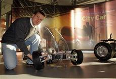 <p>Peter Schmitt, a PhD student at the Media Lab at the Massachusetts Institute of Technology, shows the powered wheels he designed for a prototype of the City Car, a collapsible, electric, battery powered car he helped create at MIT, in Cambridge, Massachusetts November 13, 2007 file photo. REUTERS/Brian Snyder</p>