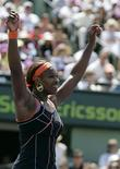 <p>Foto de archivo de la tenista estadounidense Serena Williams tras derrotar a la belga Justine Henin por el Abierto Sony Ericsson en Key Biscayne, EEUU, mar 31 2007. La WTA dijo el lunes que su nuevo acuerdo de patrocinio con Sony Ericsson, por el que el fabricante de teléfonos móviles pierde los derechos de nombre del circuito femenino de tenis, daría mayor flexibilidad al órgano rector. REUTERS/Carlos Barria</p>