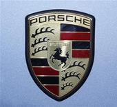 <p>Logo Porsche in foto d'archivio. REUTERS/Denis Balibouse</p>