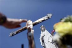 <p>A woman touches a cross at the site where the Virgin Mary reportedly appeared in an apparition in Medjugorje, 120 km south of Sarajevo June 25, 2009. REUTERS/Damir Sagolj</p>