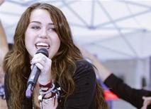 """<p>A cantora Miley Cyrus se apresenta no programa """"Today"""", da rede NBC, em Nova York. A sensação teen fará nesta semana sua primeira participação como mentora convidada no """"American Idol"""". 28/08/2009 REUTERS/Brendan McDermid</p>"""