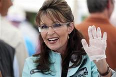 <p>Alaska Governor Sarah Palin waves to well-wishers while serving hot dogs at the annual Governor's Picnic in Fairbanks, Alaska, July 26, 2009. REUTERS/Nathaniel Wilder</p>