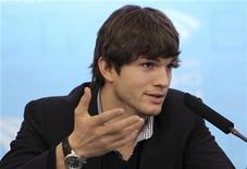 <p>Ashton Kutcher,attore e celebrità di Twitter, foto d'archivio. REUTERS/Denis Sinyakov</p>