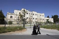 <p>Women walk in front of the compound known as the Shepherd's Hotel in the Sheikh Jarrah neighbourhood of East Jerusalem March 24, 2010. REUTERS/Ammar Awad</p>
