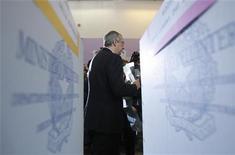 <p>Materiale elettorale in foto d'archivio. REUTERS/Alessandro Bianchi</p>