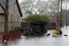 <p>Una strada allagata in Massachusetts REUTERS/Brian Snyder</p>